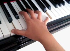 上海实木钢琴厂家告诉您钢琴学习必须学会的6种指法